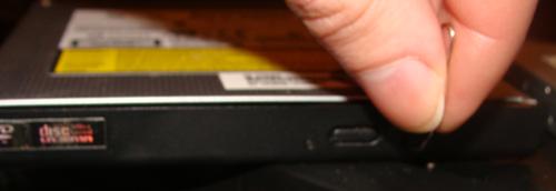 Відкриття деки відключеного DVD-привода